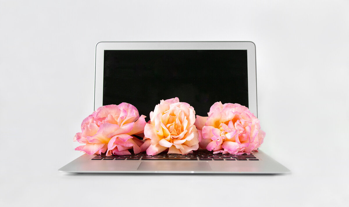 Open_laptop_flowers_full_horizontal2