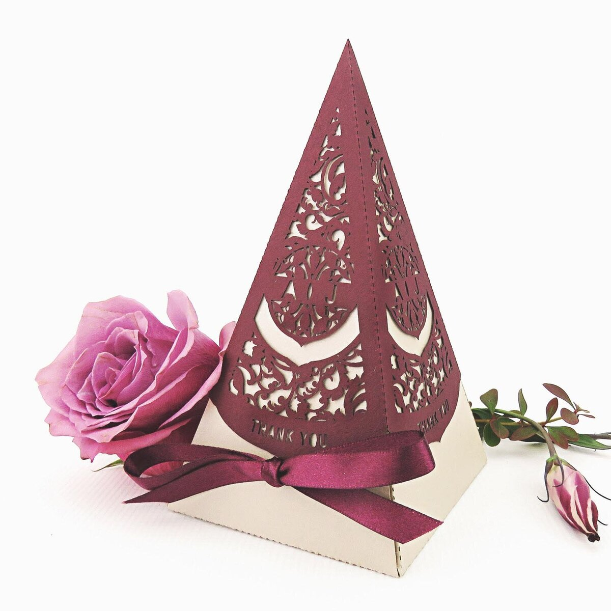 country garden_Wedding_Pyramid_Favour