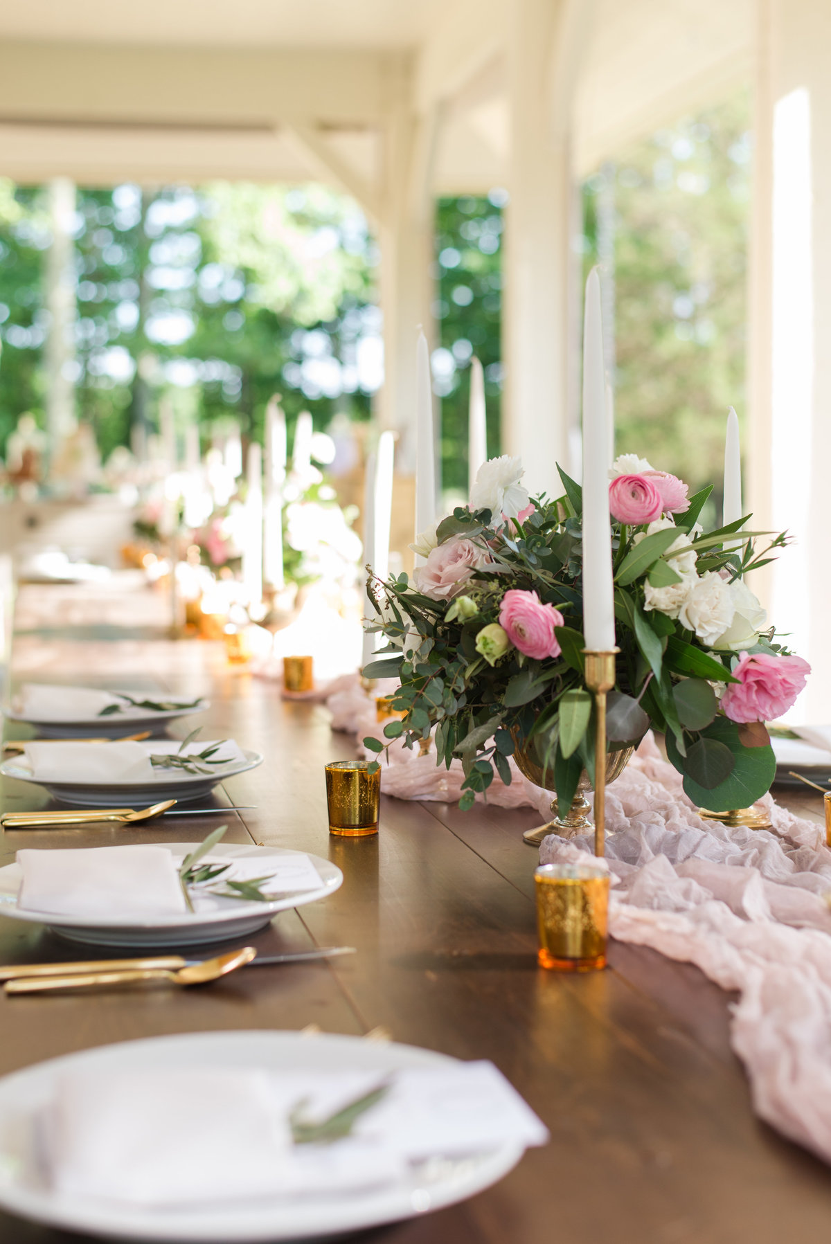 Farm table at reception on a colonial estate