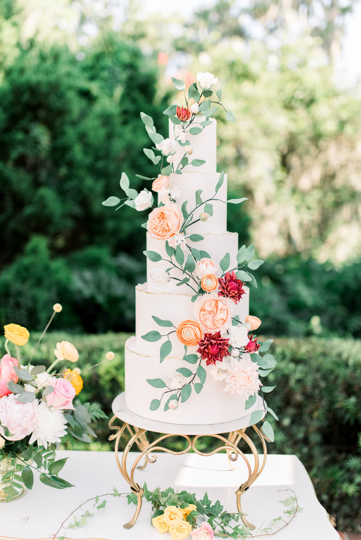 Dream wedding cake with flowers