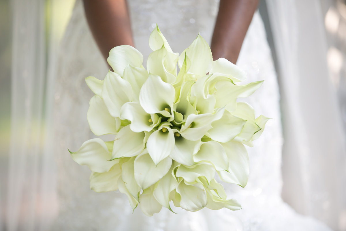White floral bride bouquet at Westbury Manor