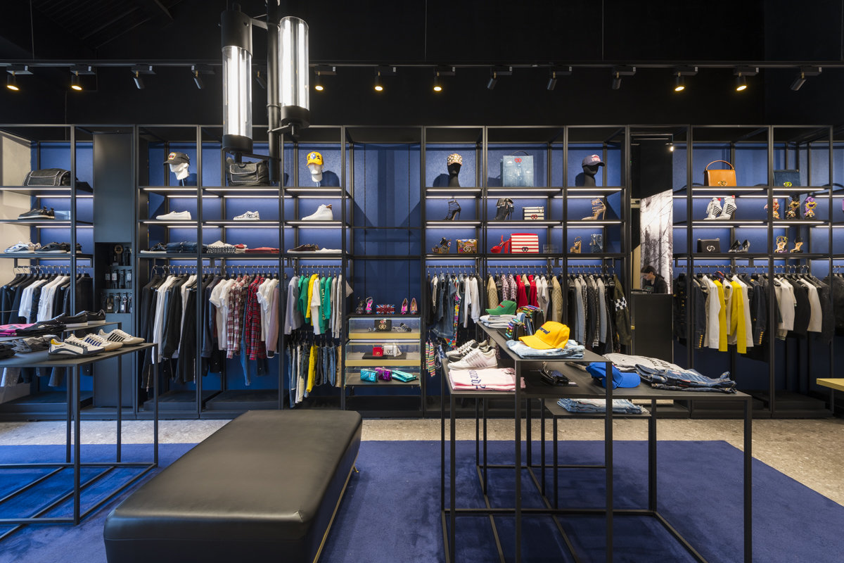 clothing store interior photos