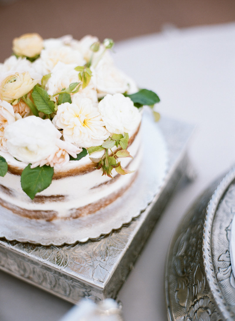 neutral garden rose cake flowers