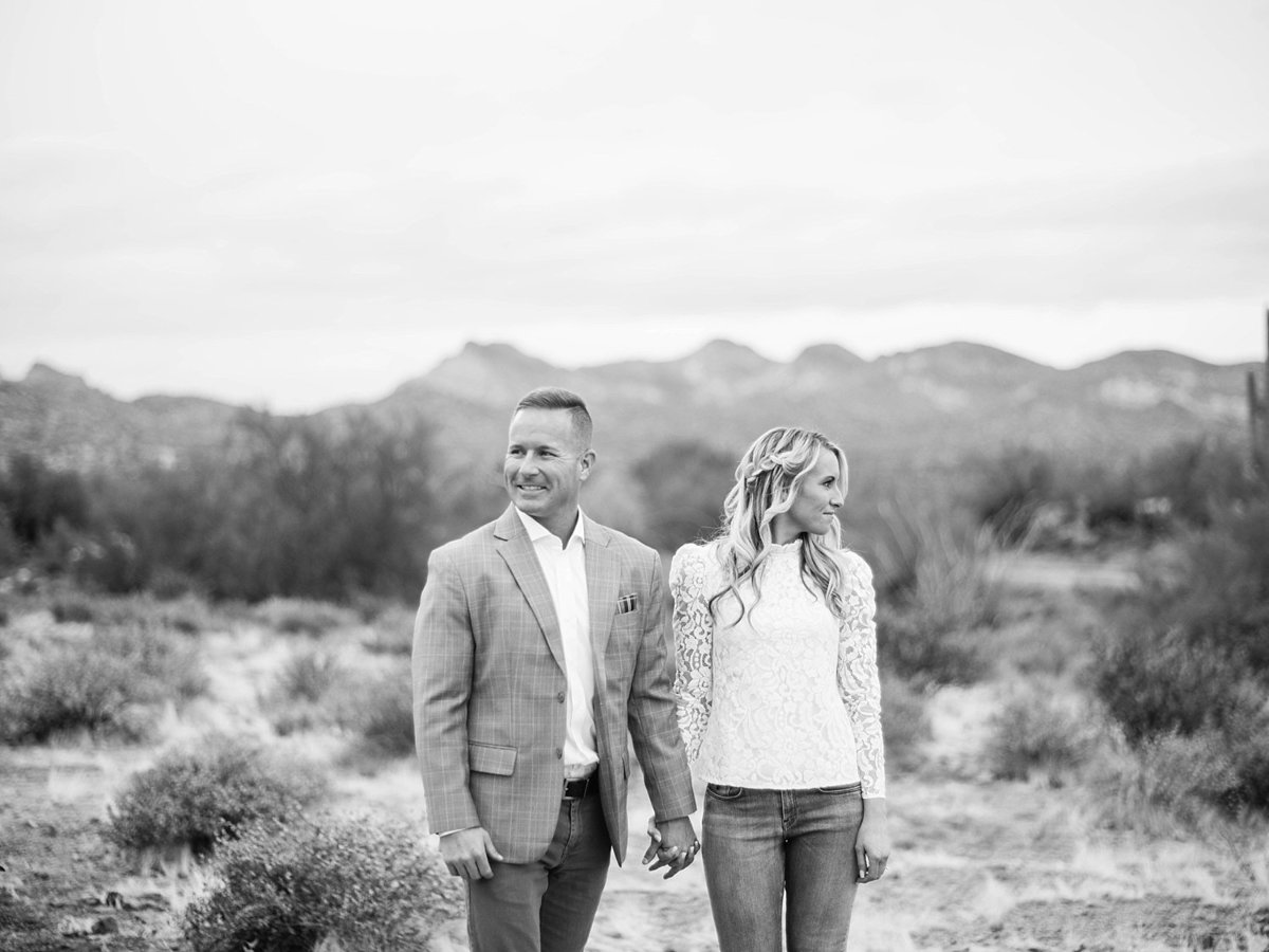 scottsdale-arizona-wedding-photographer-engagement-desert_0024