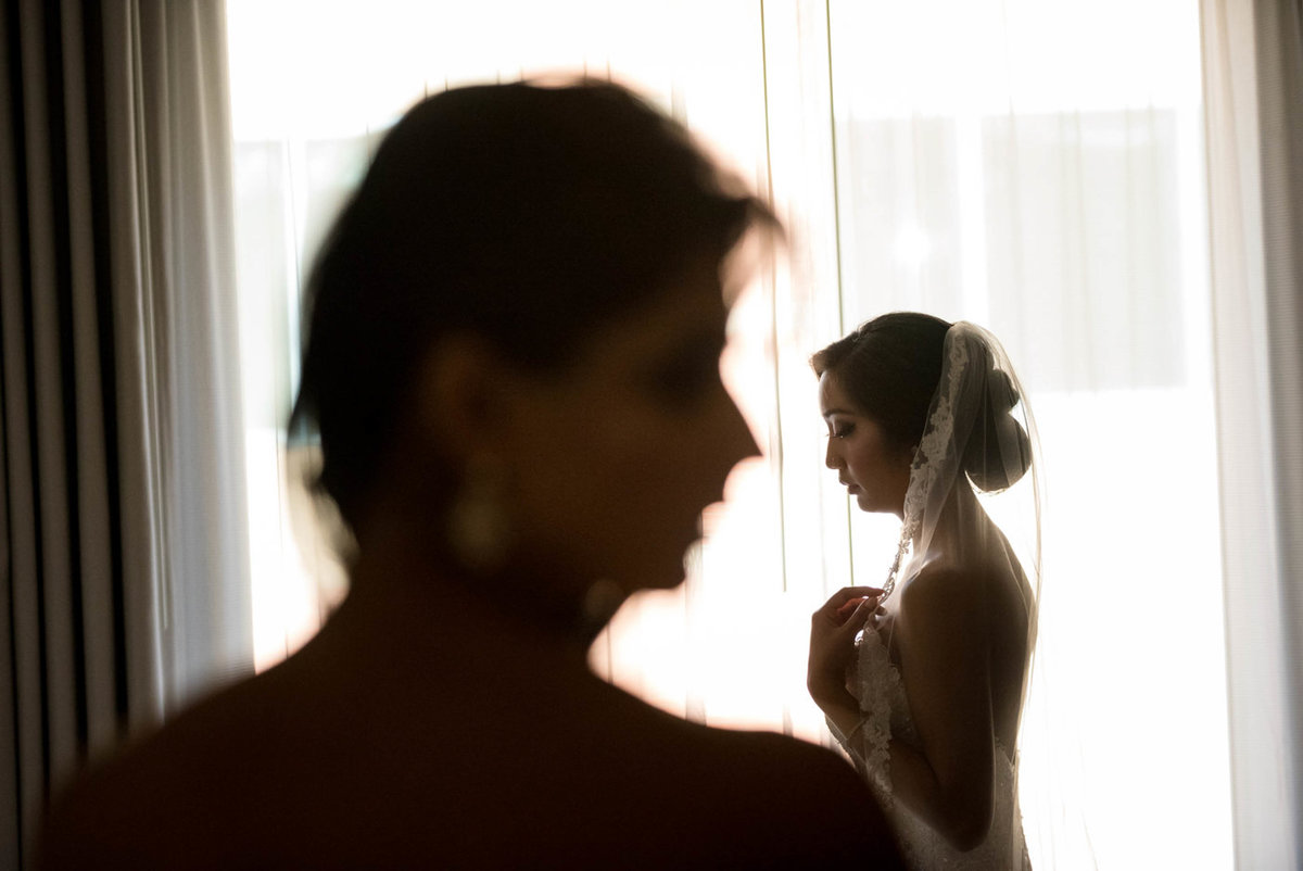bride prep in a hotel room in Boston