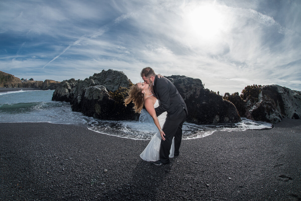 Shelter-Cove-Black-Sannds-Beach-photographer-adventure-elopement-intimate-destination-wedding-nor-cal-beach-elopement-9 (2)