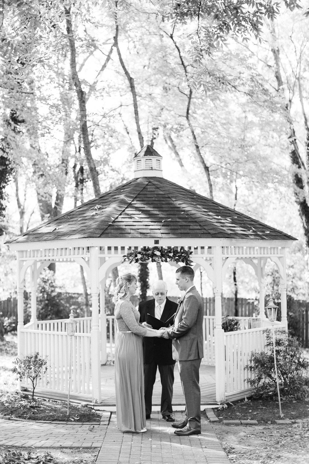 fall-elopement-cooper's-landing-inn-24