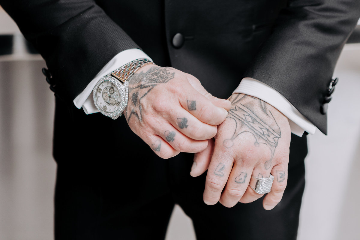 Lake Tahoe wedding photographers groom shows off tattoos