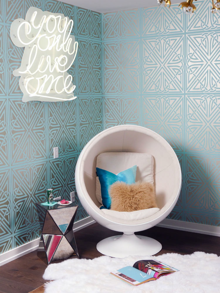 Glamour-Nest-Encino-Playful-Glamour-Interior-Teen-Bedroom-07