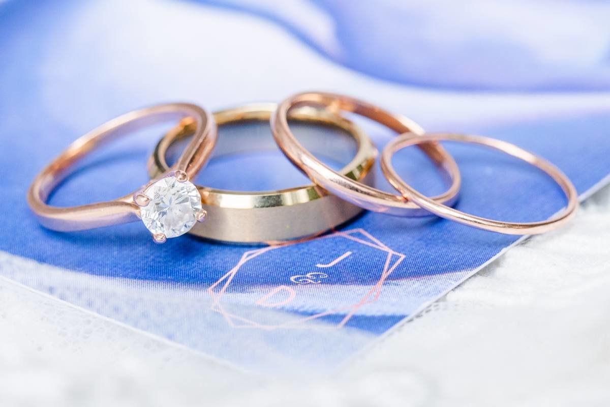 wedding-rings-on-invitatations