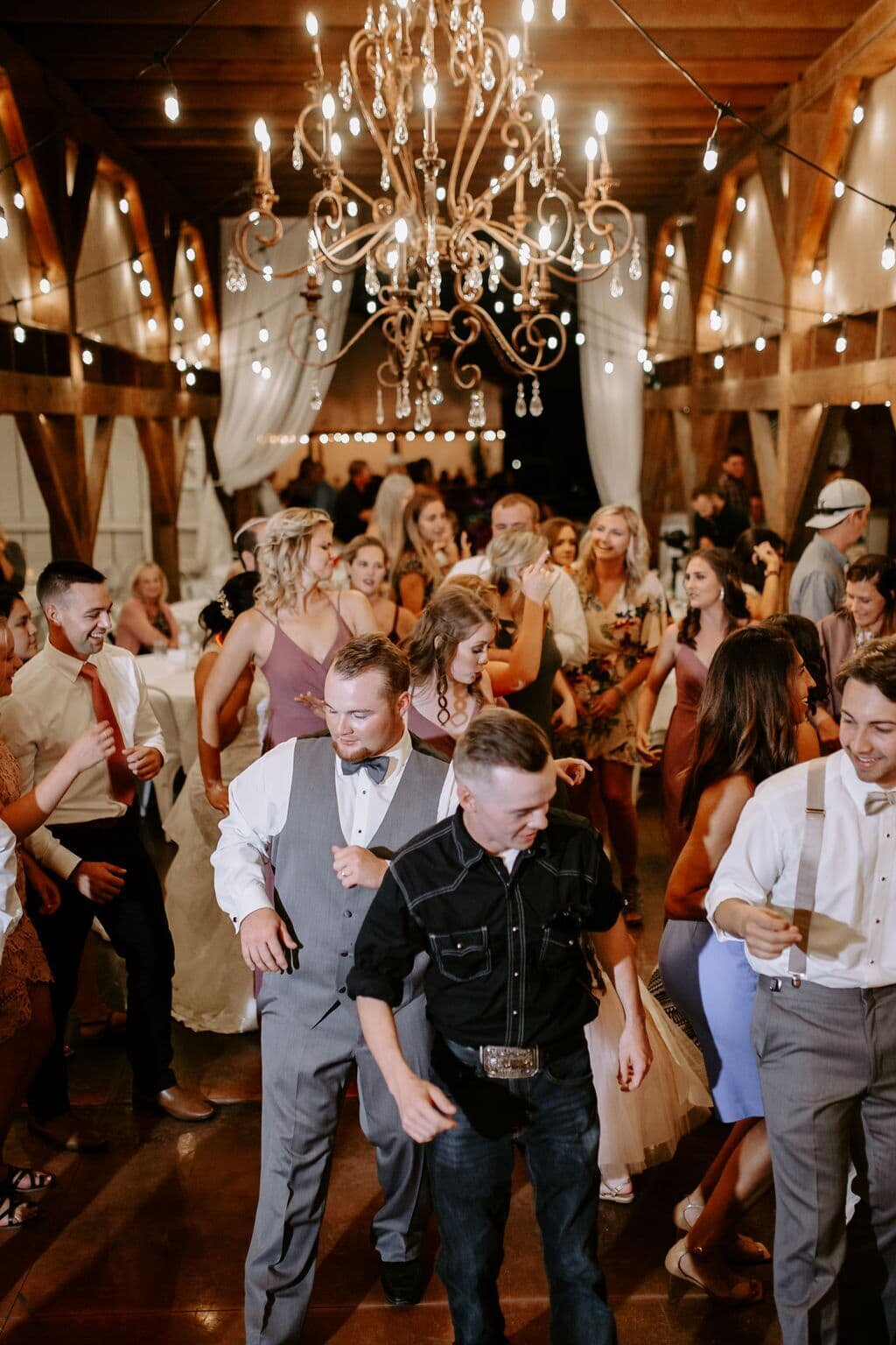 Lindsey-Jared-Oregon-Barn-Wedding0706