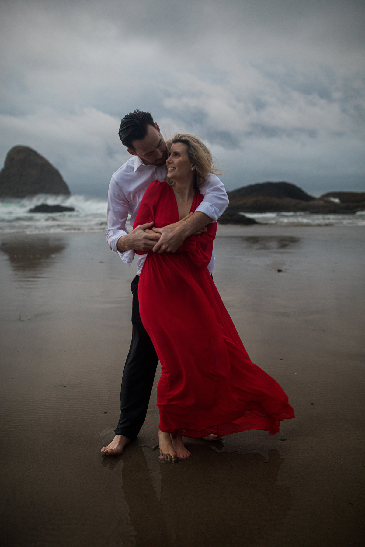 Oregon-oceanside-elopement-couples-photography-session-beach_(12_of_27)