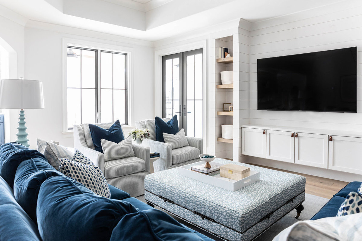 Blue-and-white-shiplap-kid-friendly-basement-living-room-5