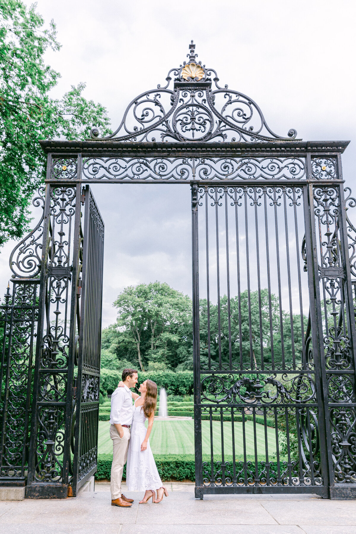 NW_romantic-summer-gardens-nyc-engagement--1