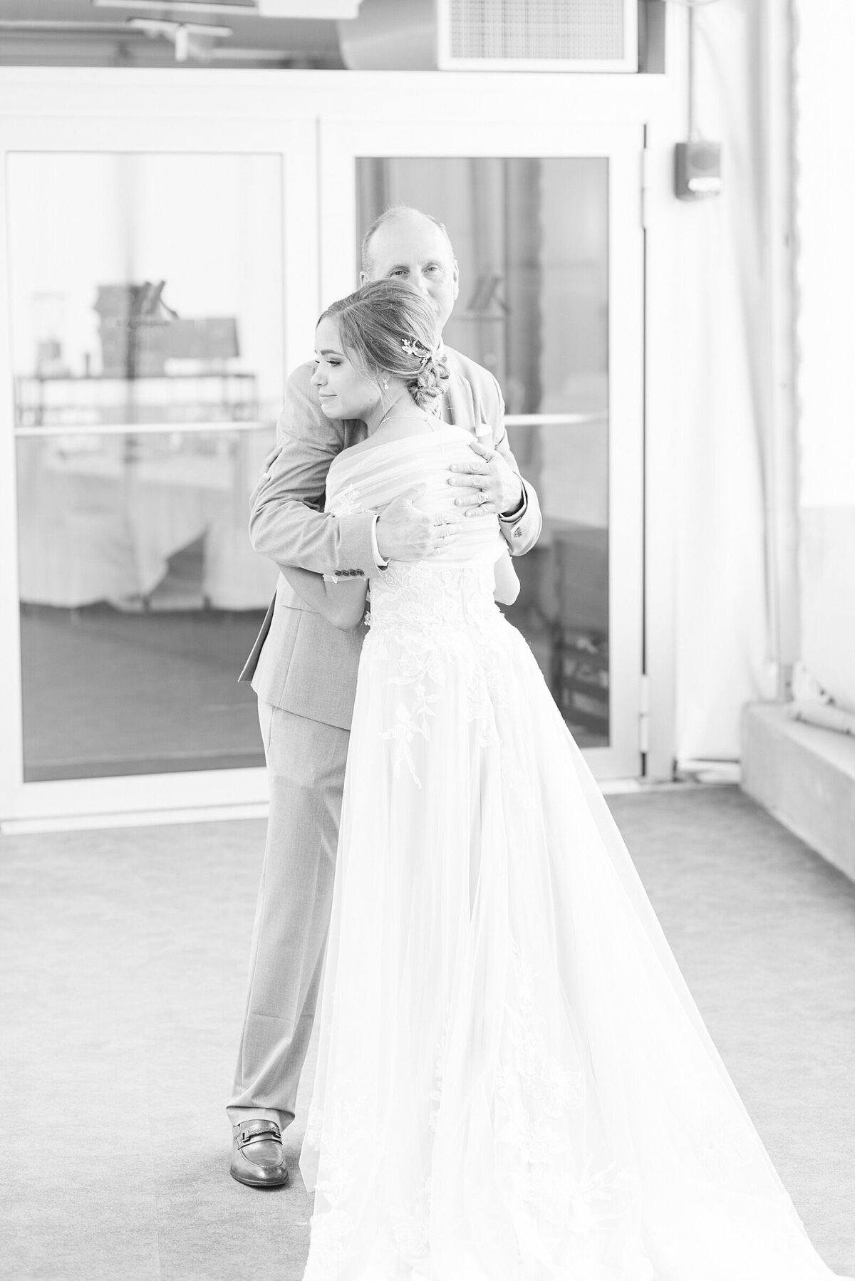 Kara Webster Photography | Meredith & Tyler | University Of Dayton Marriott Wedding Photographer_0027