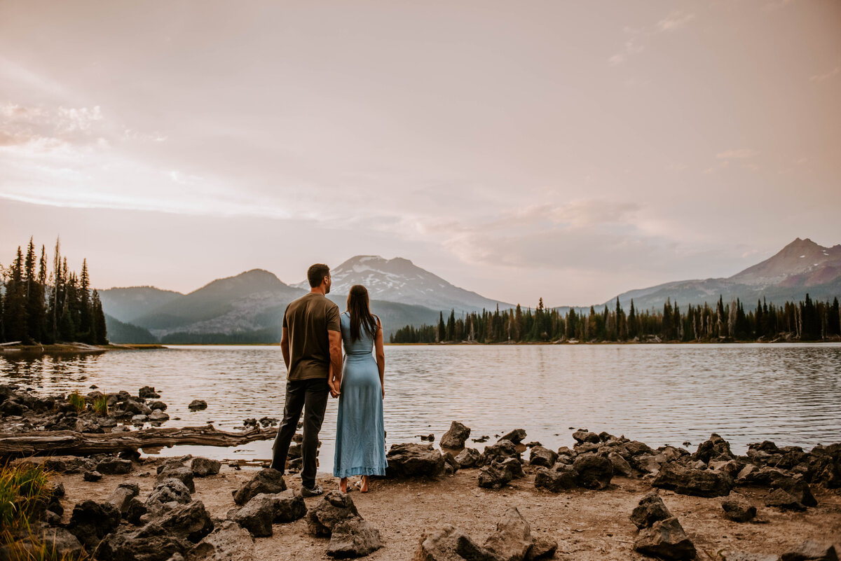 sparks-lake-oregon-couple-photographer-elopement-bend-lakes-bachelor-sisters-sunset-5677