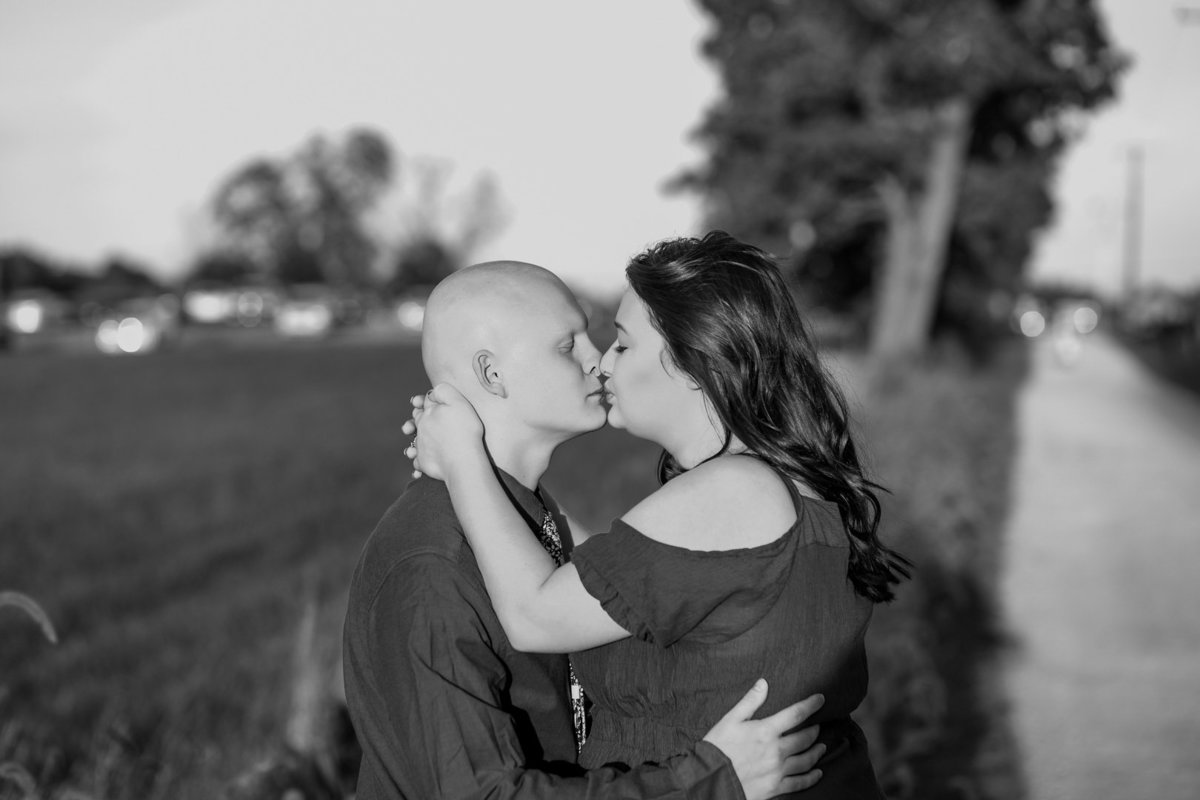 Engagement session in the sunflower field0034