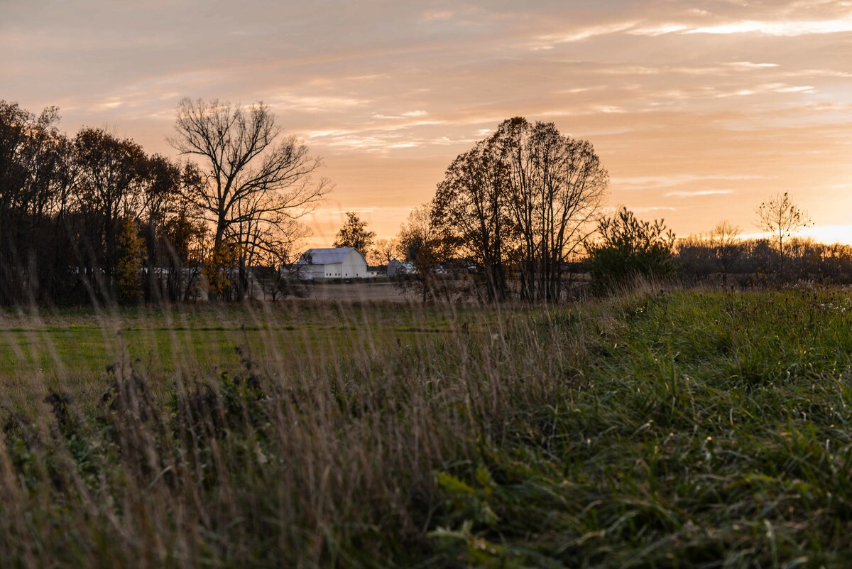 farm-sunset-landscape-barn-sunrise-hills-rural-fields-country-farming_t20_x6KjAB