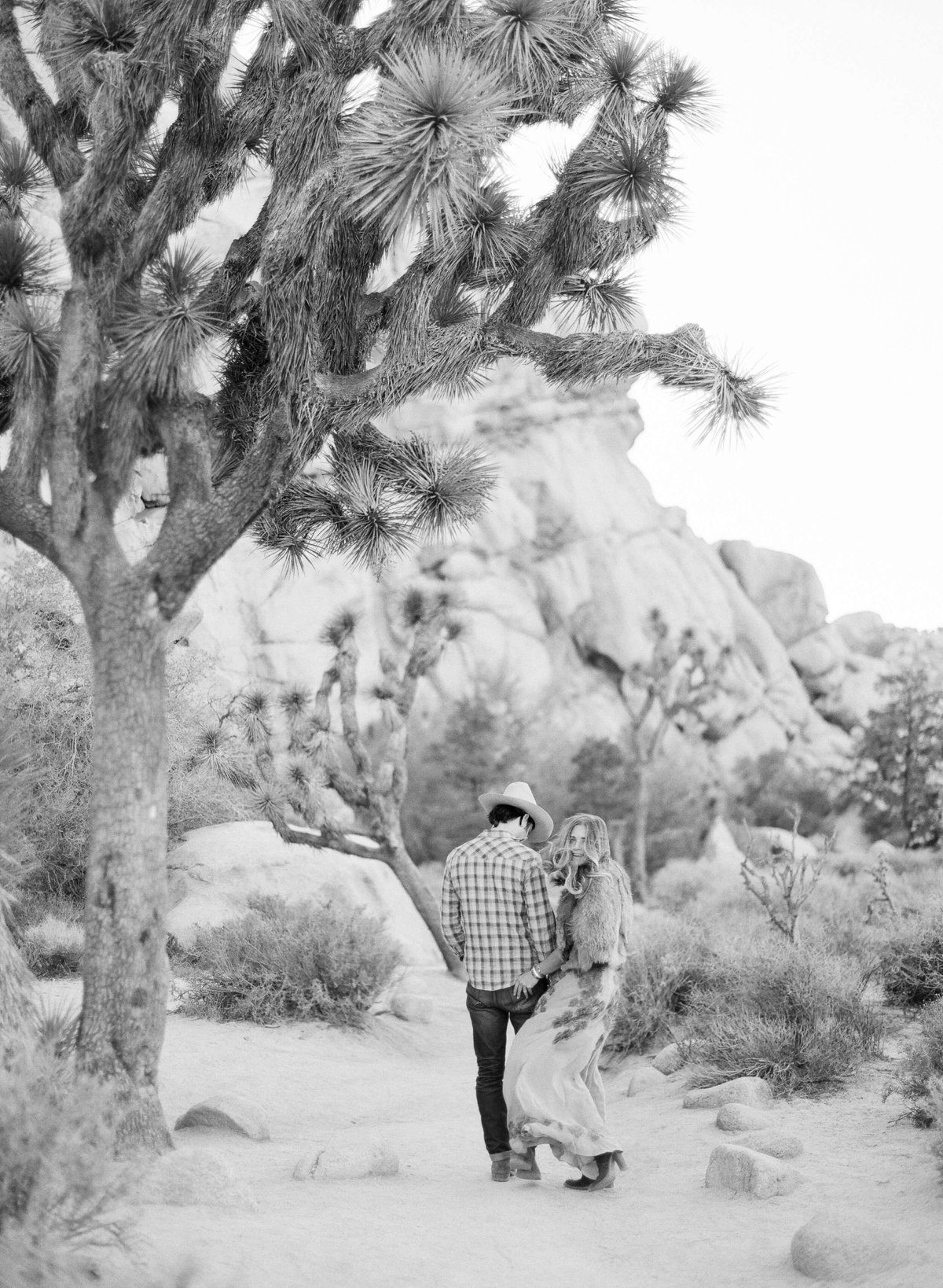 17-KTMerry-desert-engagement-session-Joshua-Tree-black-white
