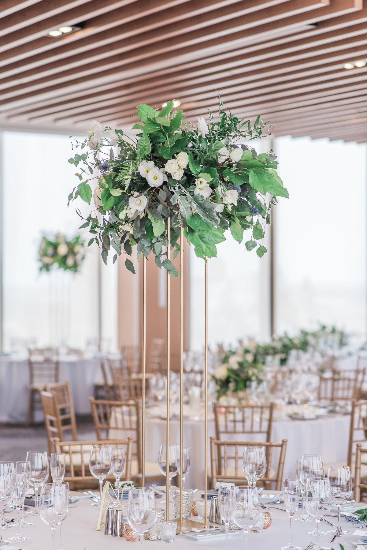 0019_Sage_Designs_at_Westin_22_White_florals_and_fresh_greens___Photography_by_Emma