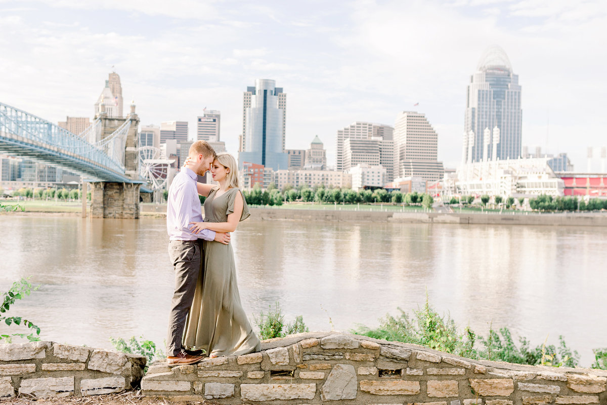 cincinnati-engagement-smale-riverfront-park
