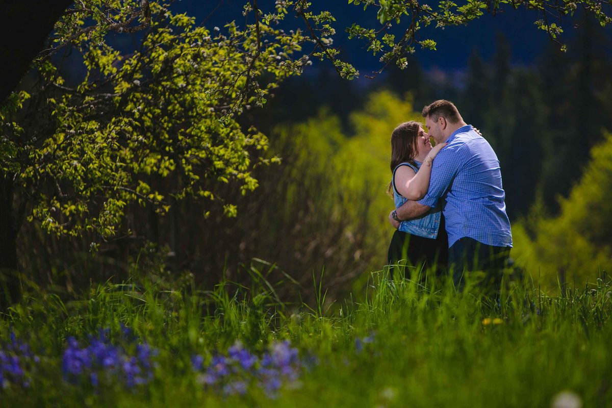 Kissing on the farm at engagement session