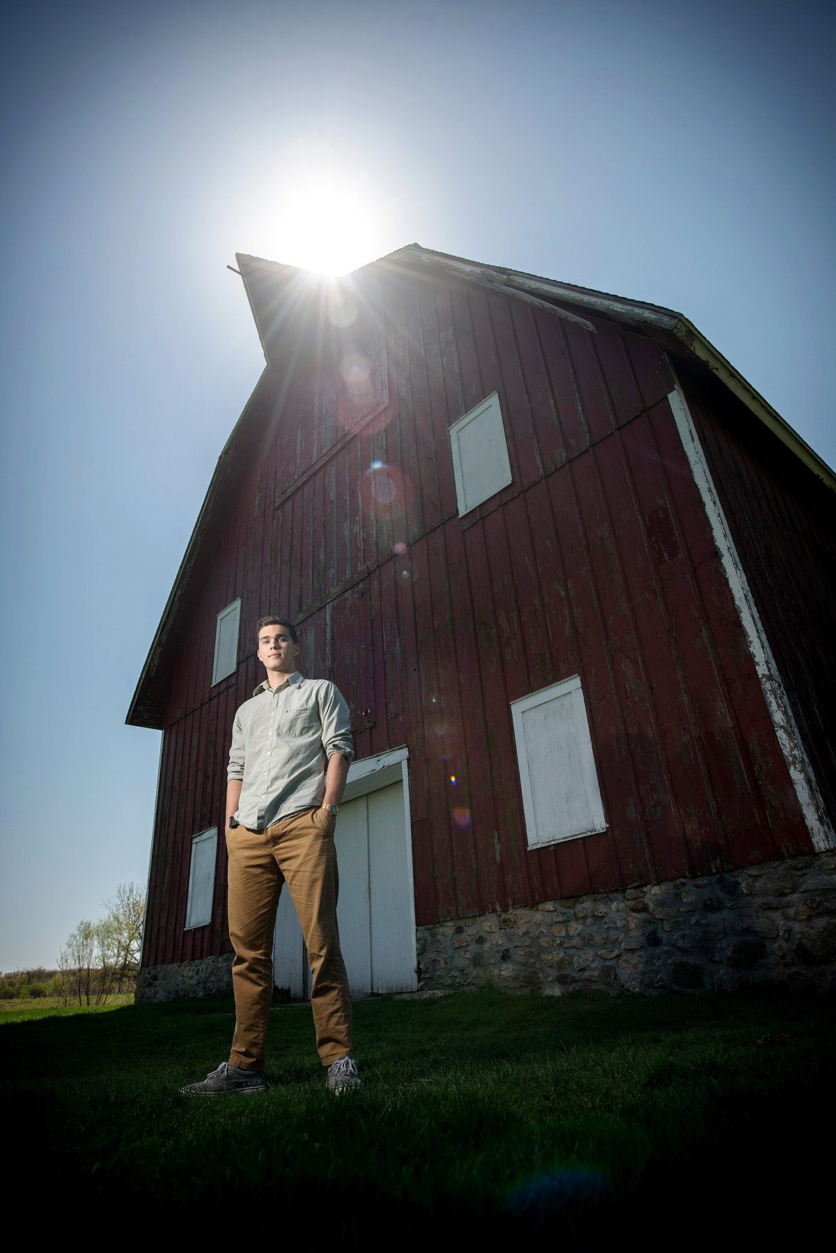 leroy-oaks-forest-preserve-red-barn-senior-portrait-St. Charles-Illinois