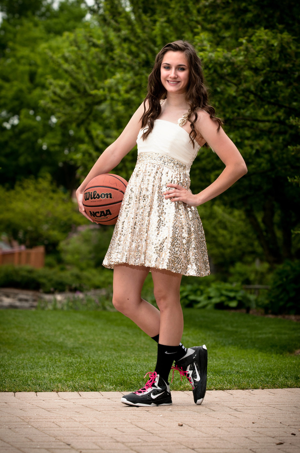 Lilacia-Park-basketball-spring-senior-portrait-Lombard-Illinois