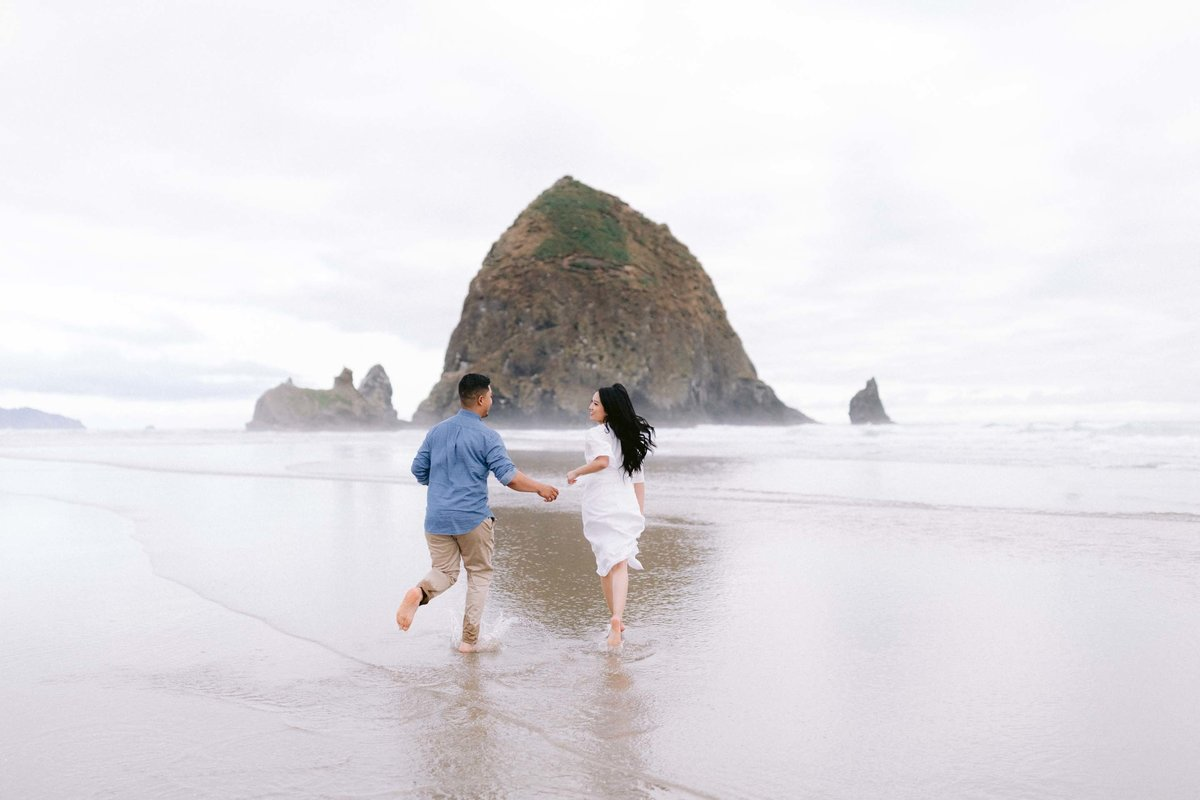 Cannon-Beach-Portland-Engagement-Photographer-11-DT