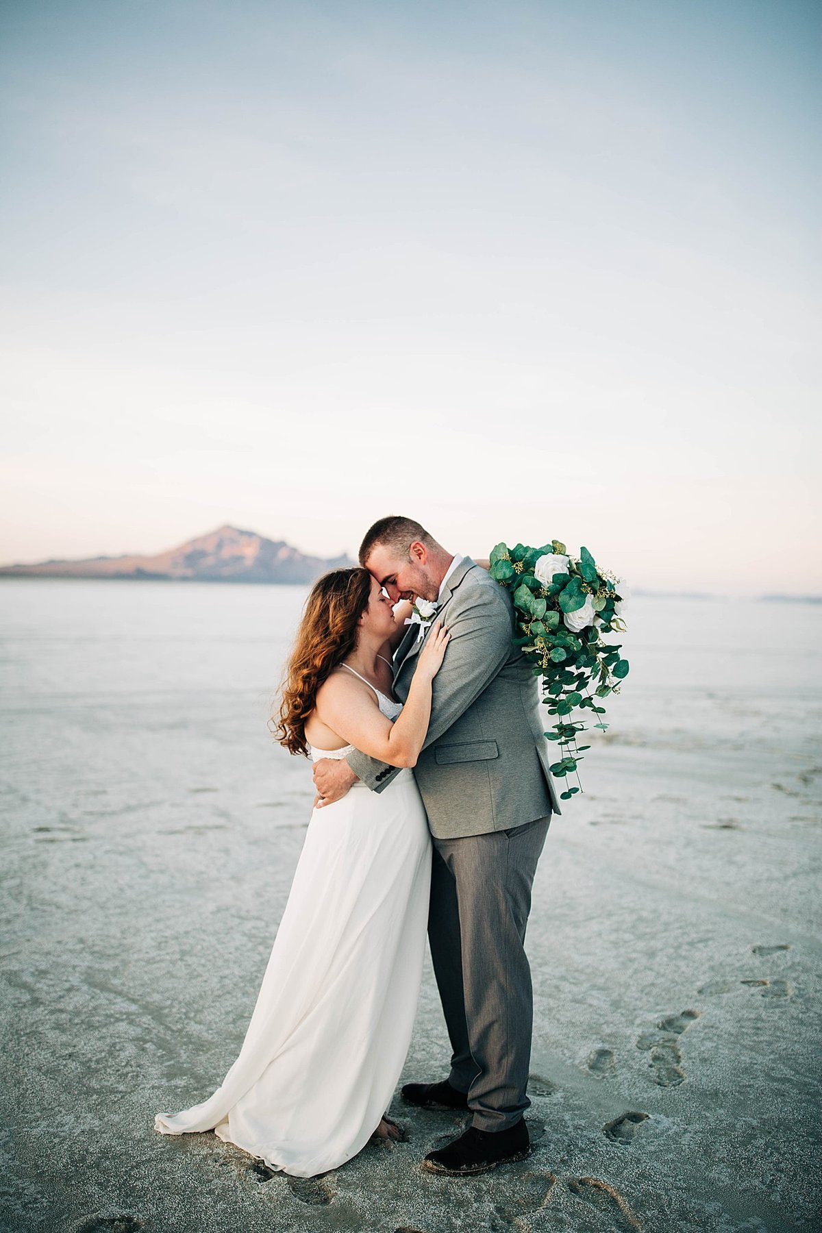 bonneville-salt-flats-engagement-utah-wedding-photographer-rebecca-renner-photography_0002