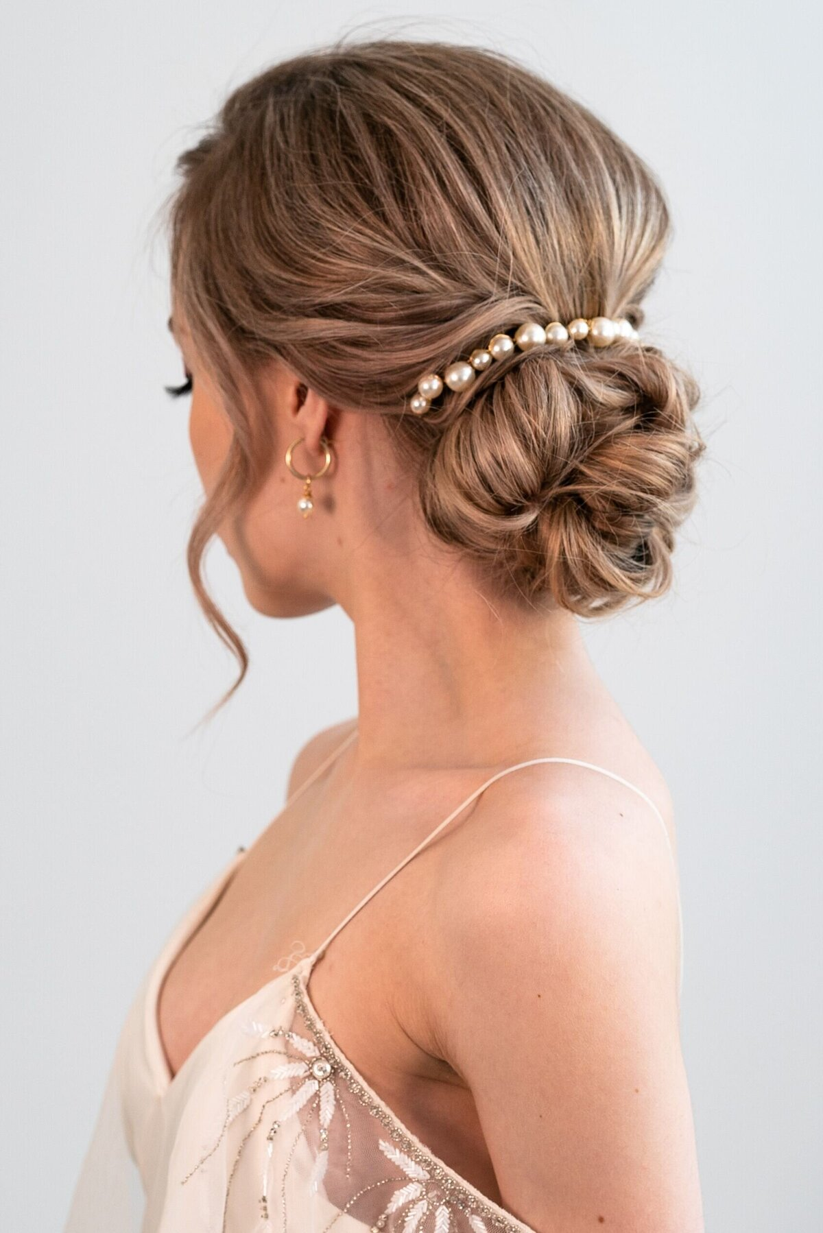 Bride wearing Pearl Comb by Joanna Bisley Designs