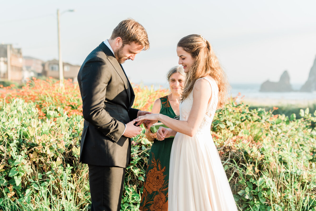 Cannon-Beach-Elopement-Photographer-18