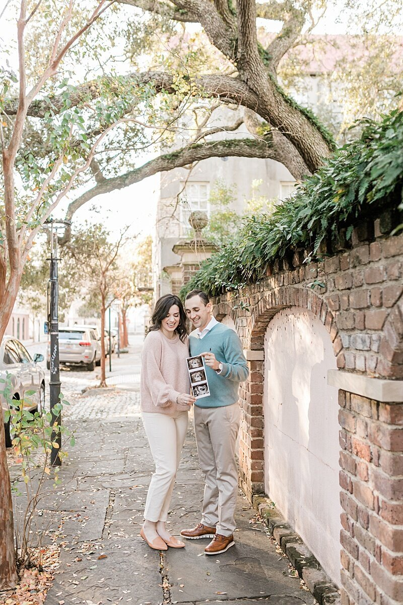 Downtown-Charleston-Pregnancy-Announcement-Session_0006