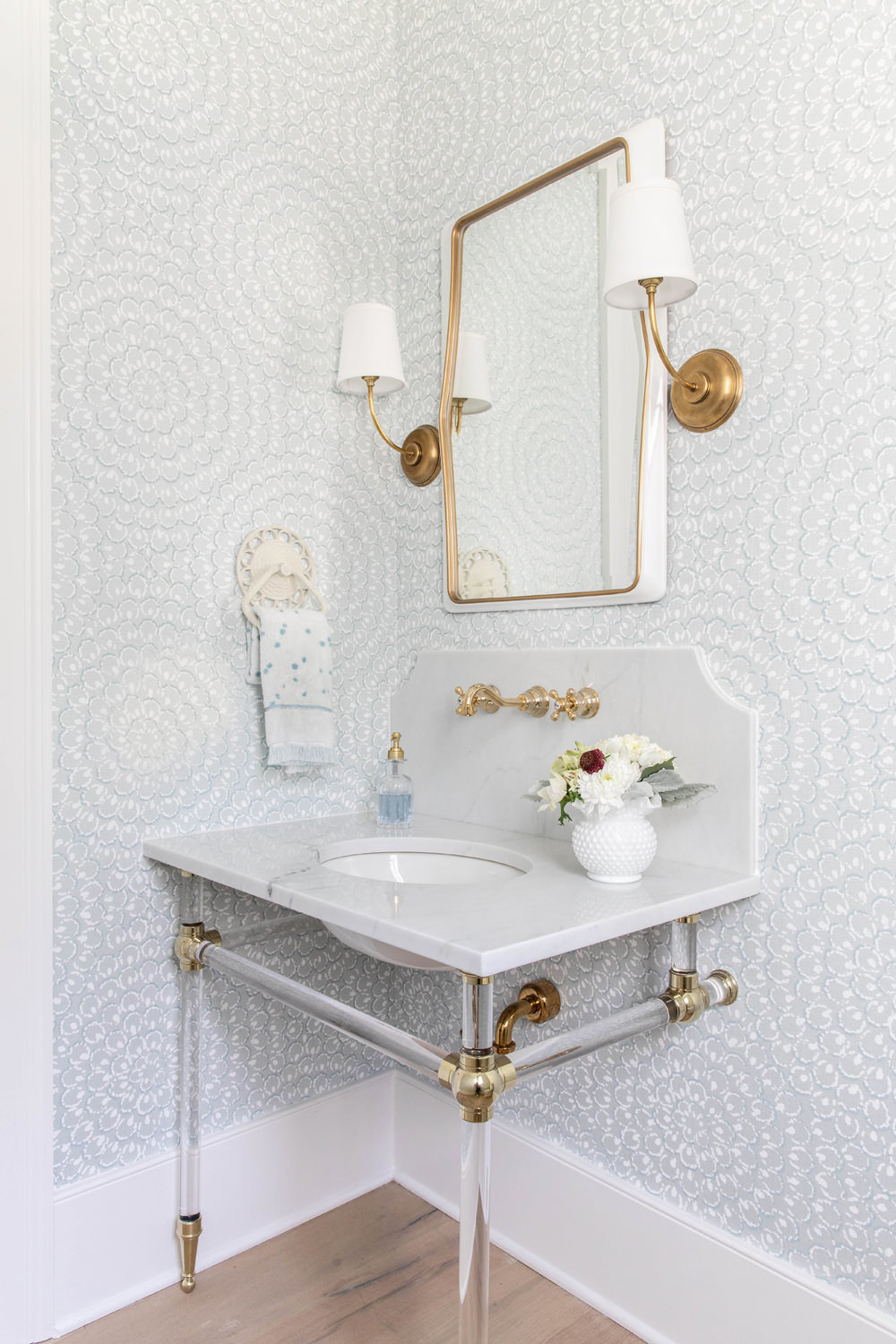 Thibaut-Wallpaper-with-Marble-Decorative-Backsplash-and-Acrylic-Brass-Sink-Legs-3