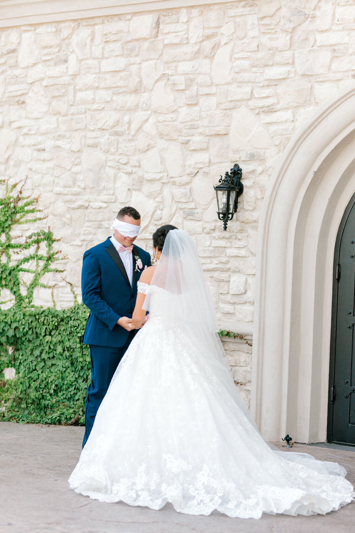 Jasmine & Josh Wedding at Knotting Hill Place | Dallas DFW Wedding Photographer | Sami Kathryn Photography-26