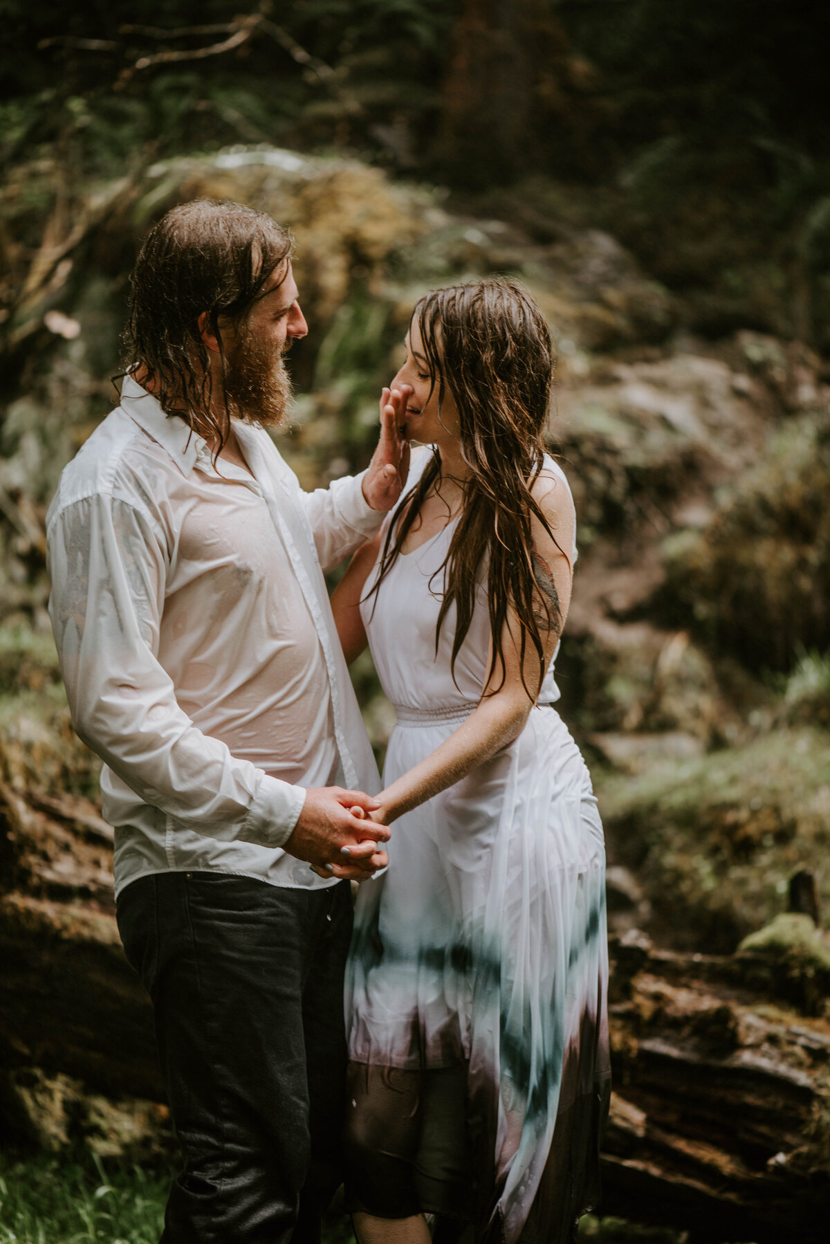 sahalie-falls-summer-oregon-photoshoot-adventure-photographer-bend-couple-forest-outfits-elopement-wedding8641