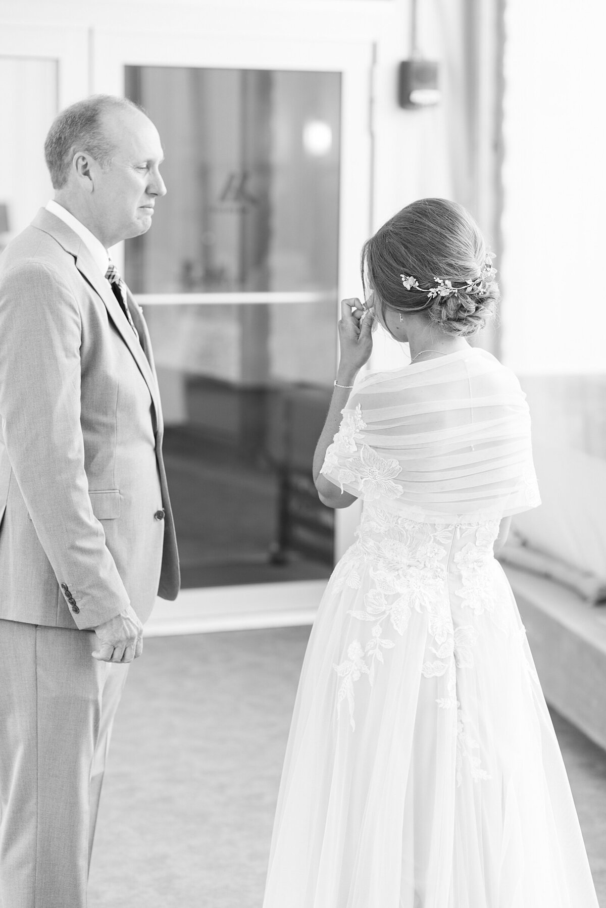 Kara Webster Photography | Meredith & Tyler | University Of Dayton Marriott Wedding Photographer_0028