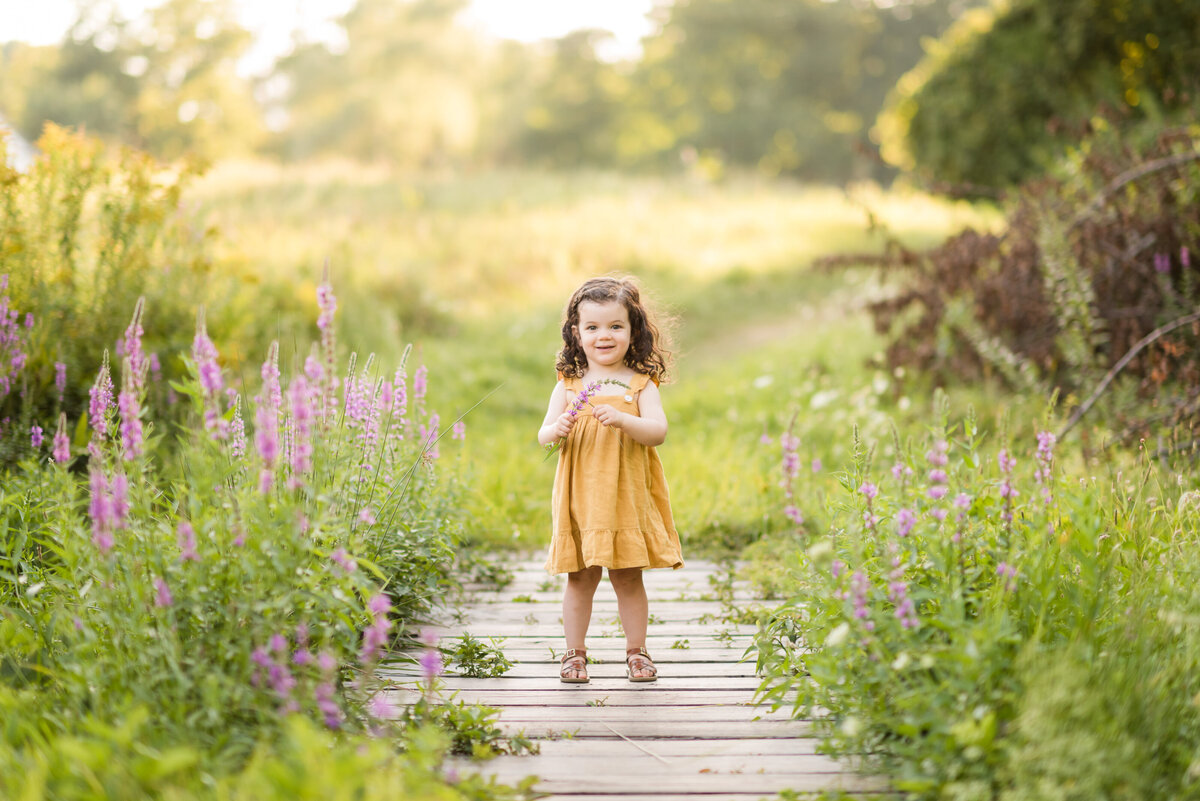 Boston-family-photographer-bella-wang-photography-Lifestyle-session-outdoor-wildflower-13