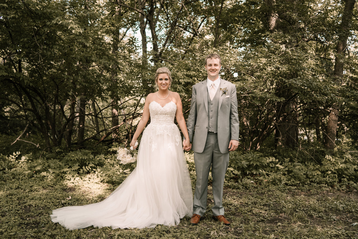 Dan-and-sarah-kouba-nebraska-wedding-livestock-exchange-building-00211