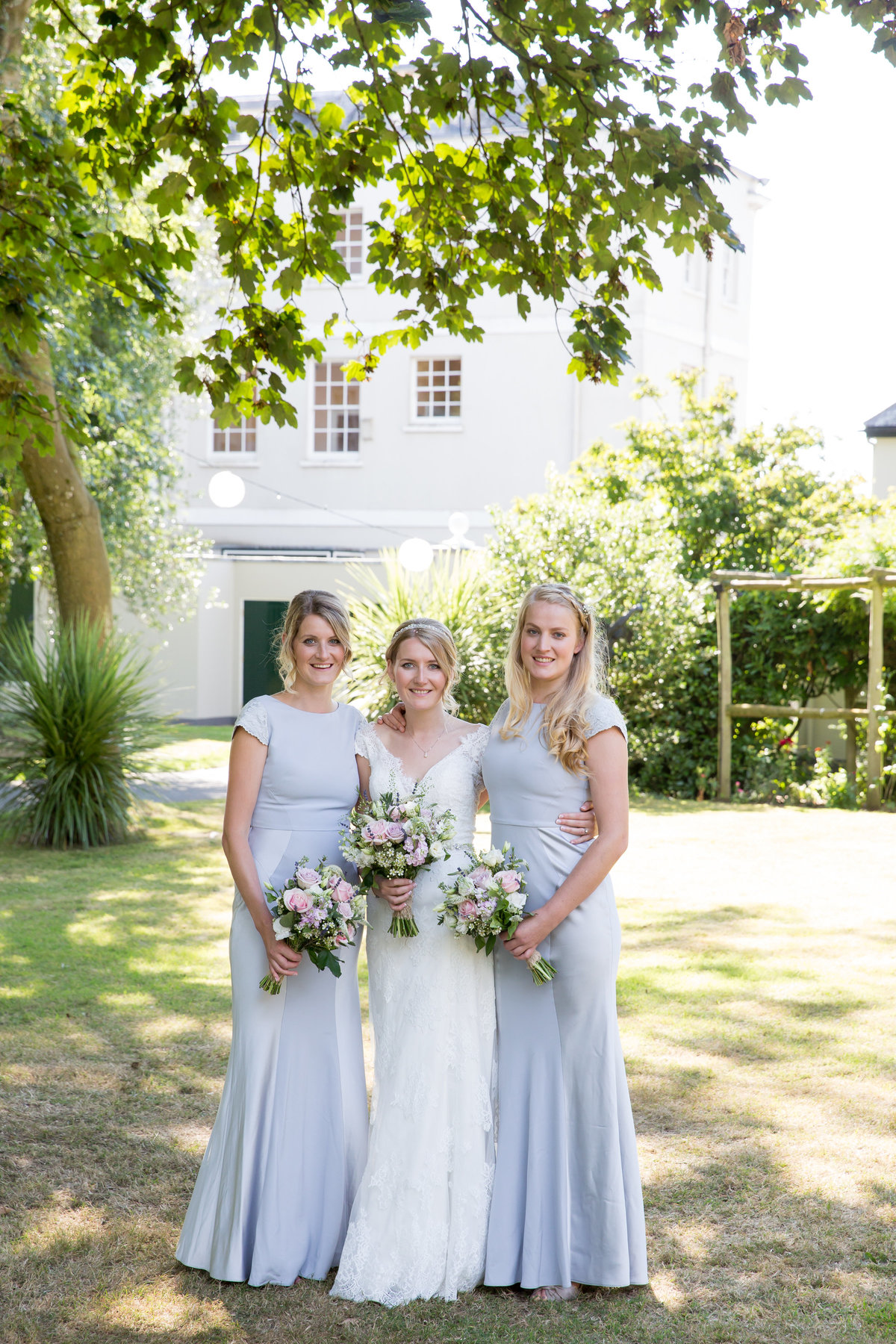 bride and bridesmaids at bridwell park