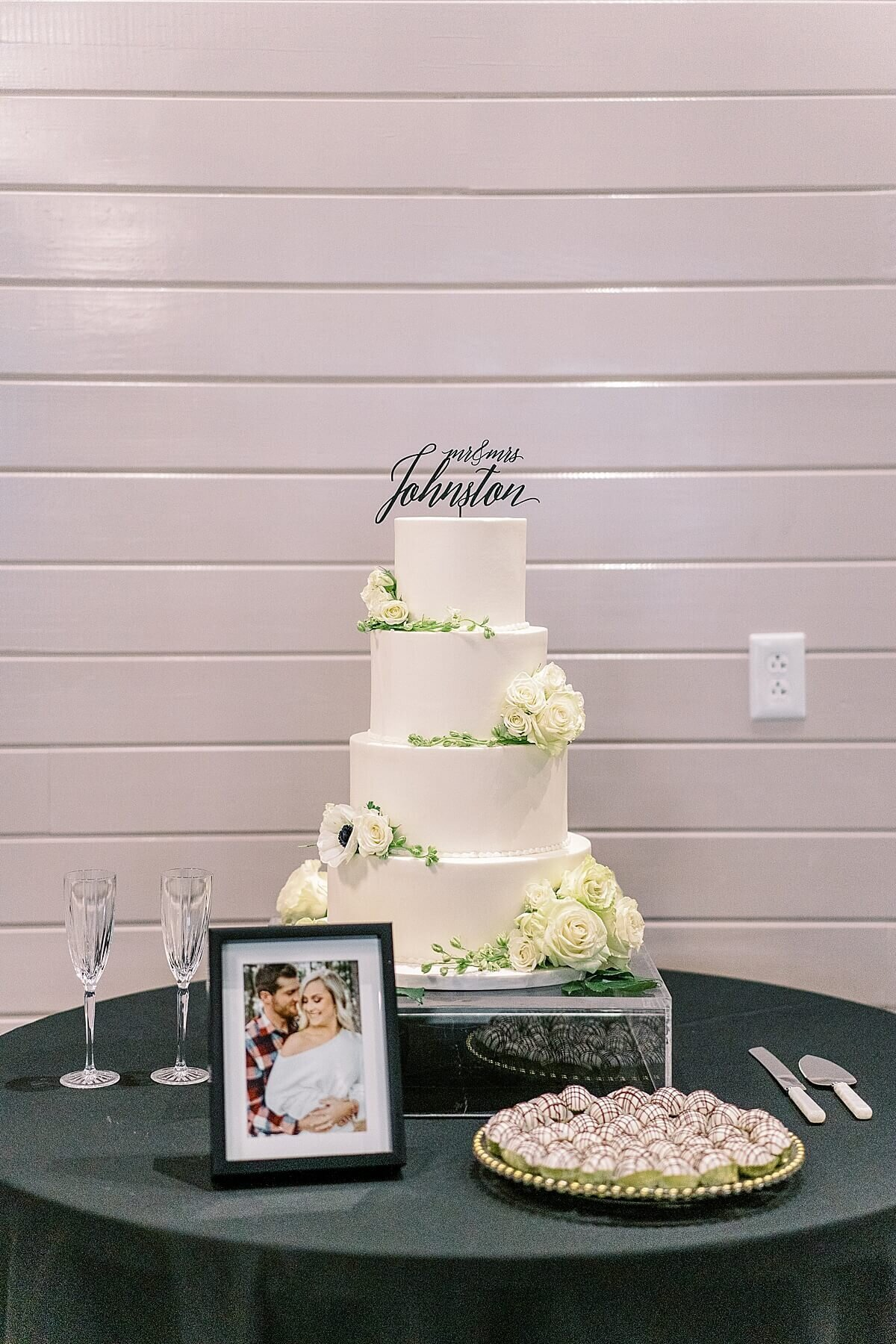 Black-and-White-Themed-Houston-Wedding-at-The-Annex-Wedding-Venue-Alicia-Yarrish-Photography-0066