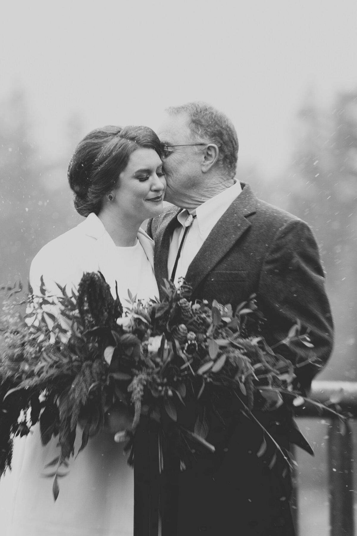 Jennifer_Mooney_Photography_Abbey_Stephen_Fall_Winter_Glacier_Park_Elopement-187