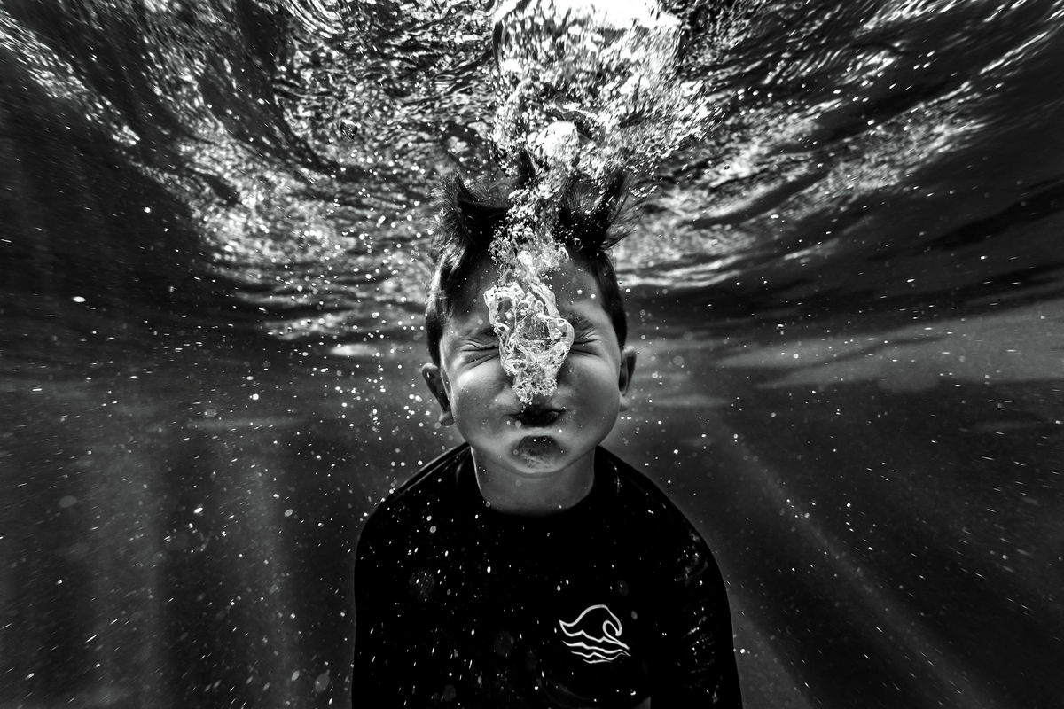 underwater photographer, columbus, ga, atlanta, pool, young boy swimming, blowing bubbles ker-fox photography_1959