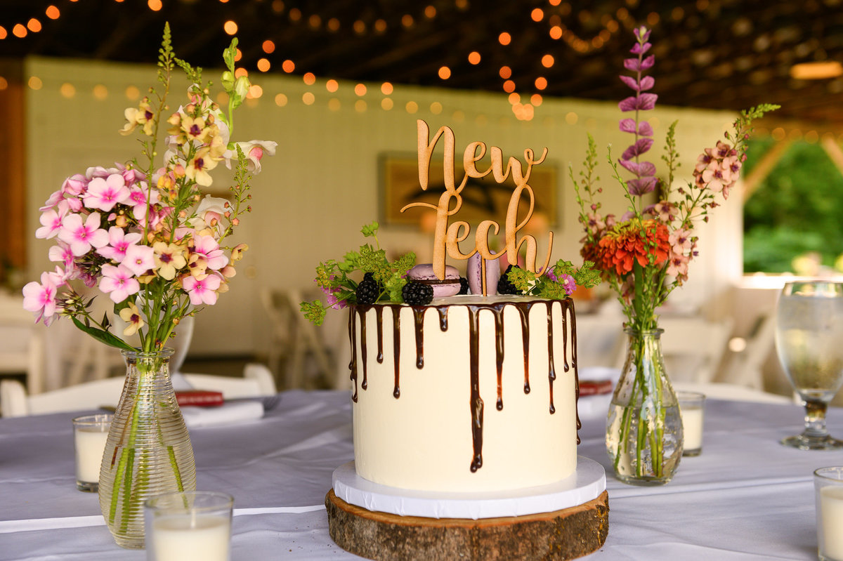 wedding cakes as center pieces