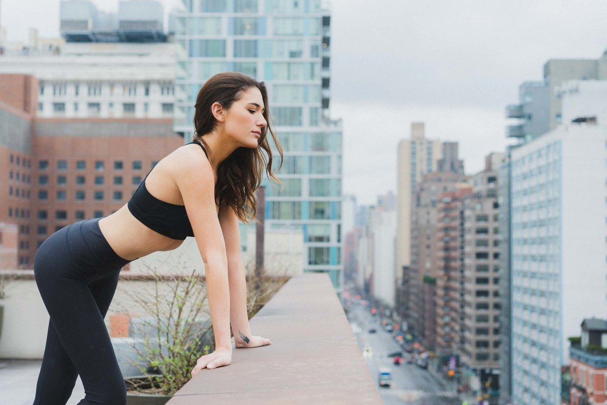 FITNESS MODEL AGAINST NYC SKYLINE