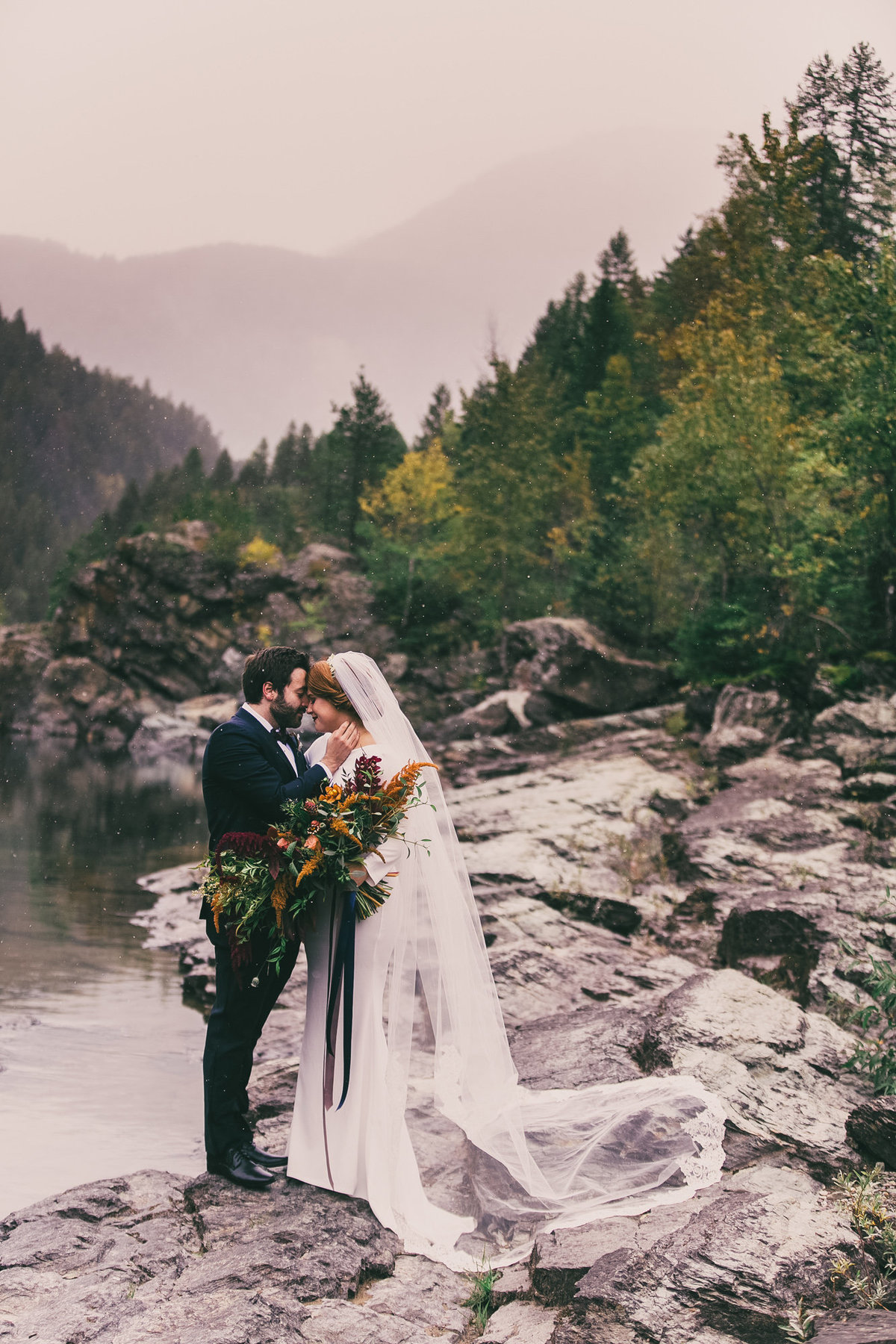 Jennifer_Mooney_Photography_Abbey_Stephen_Fall_Winter_Glacier_Park_Elopement-45