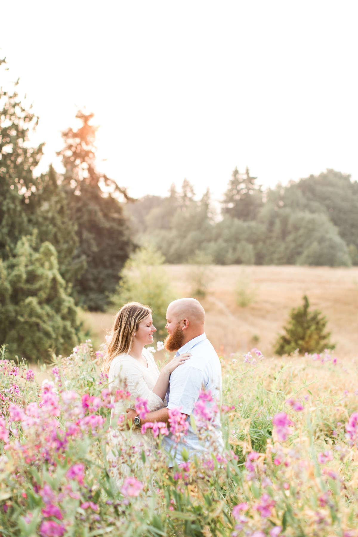 Snohomish_Wedding_Photographer_Engagement_photos_at_Discovery_park