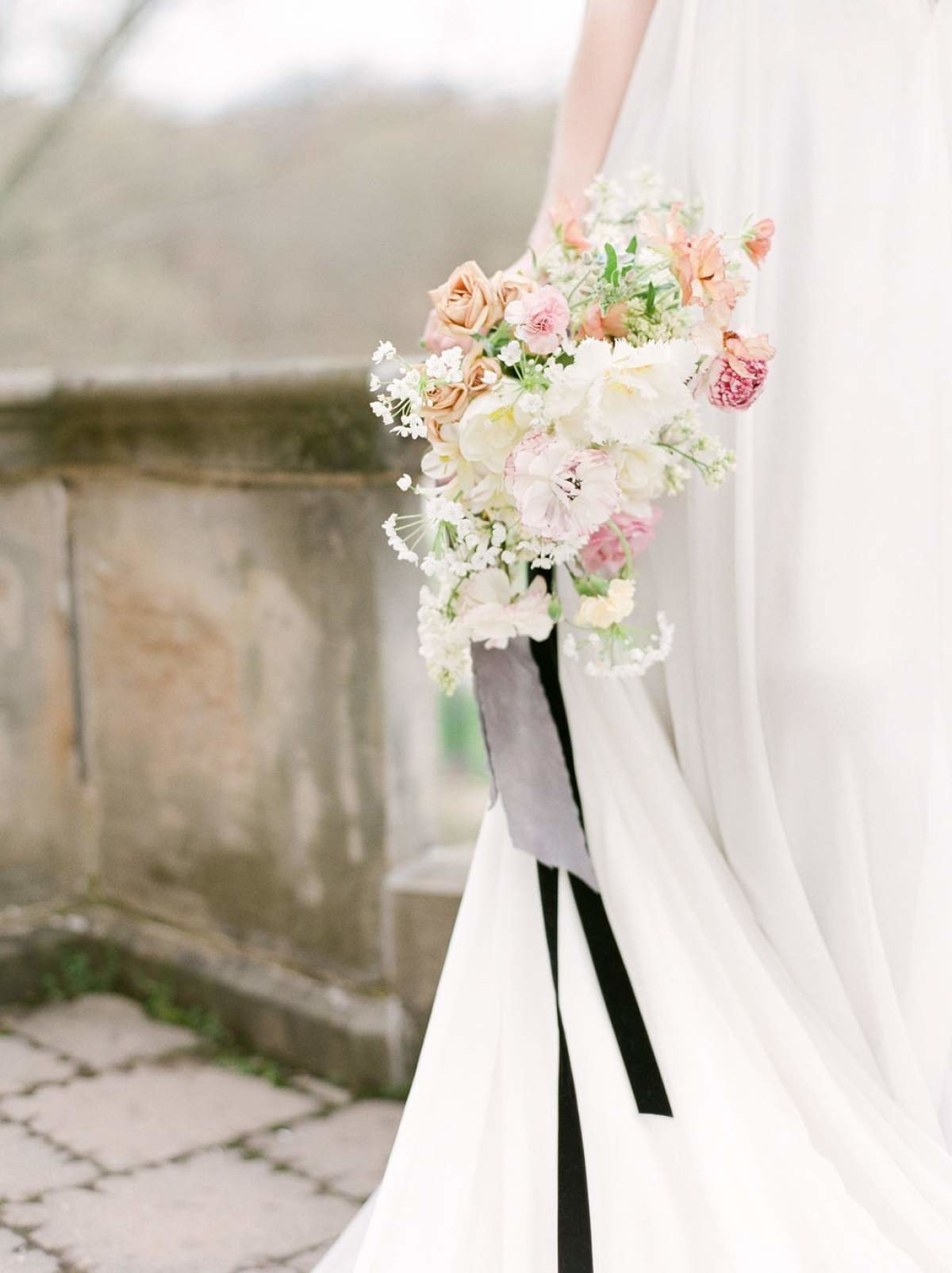 White-Spring-wedding-flowers