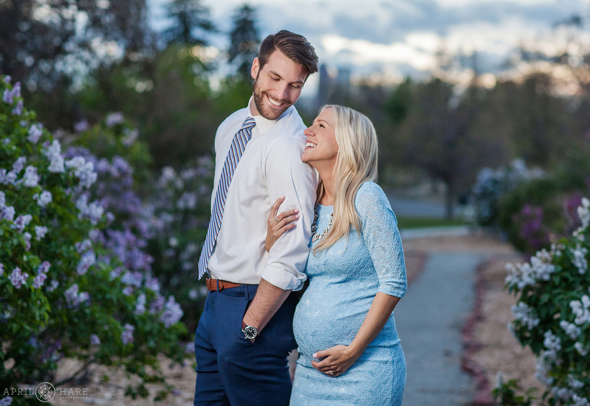 City-Park-Denver-Colorado-Maternity-Portraits-During-Spring-Blossoms-4