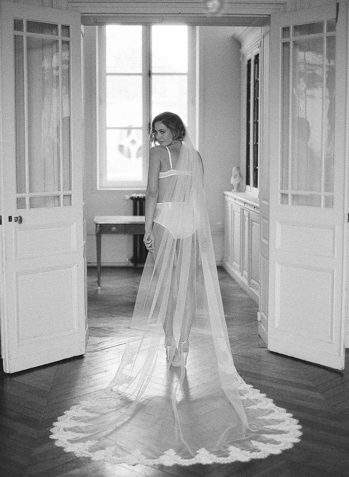 chateau-de-varennes-boudoir-wedding-couple-12